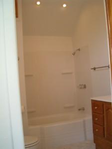 68 N Vine Apt 2 7-06 bath
